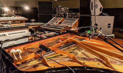 Bei seinen Konzerten reist Nils Frahm mit umfangreichem Equipment (DerFlügel allerdings wurde örtlich zugemietet). | © Markus Wilmsmann