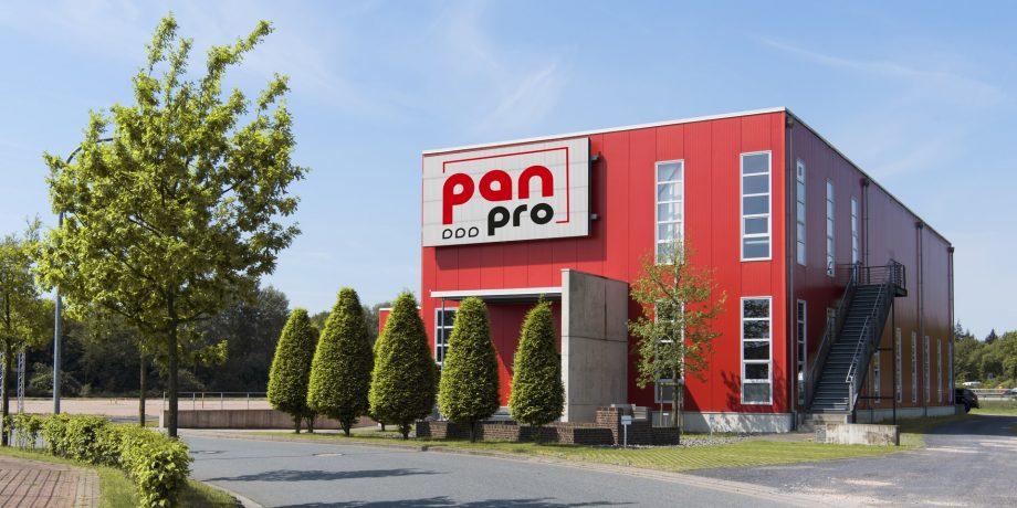 Das knallrote Firmengebäude von Pan-Pro in Lohne.