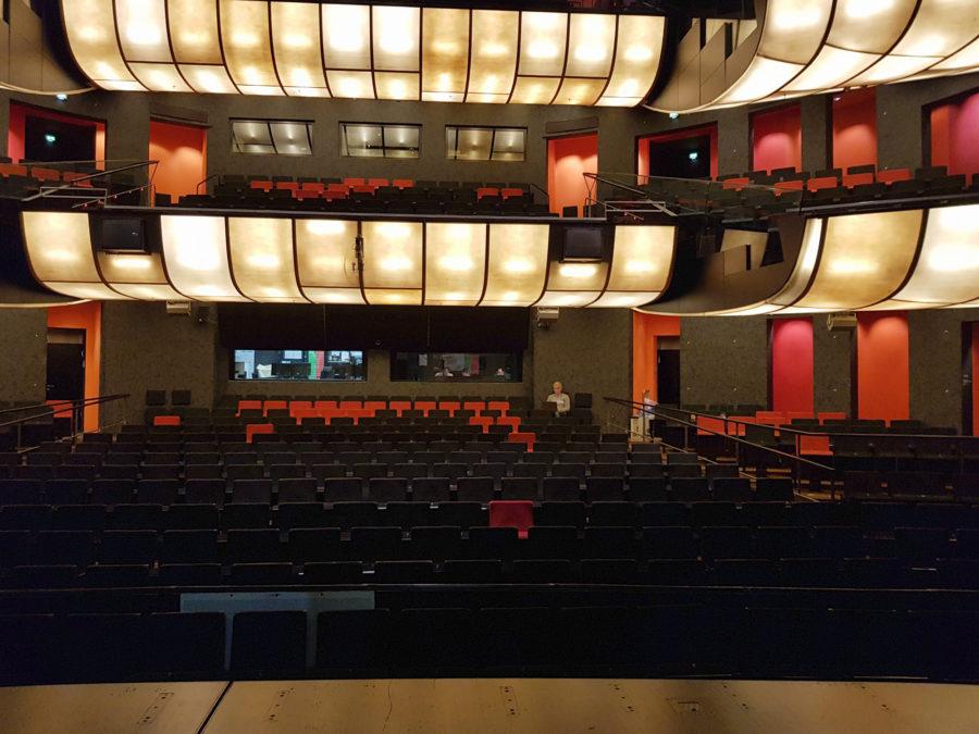 Zuschauersaal im Großen Haus mit Tonregie