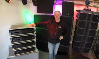 Bernhard Wesely von der Stagelight Showservice GmbH mit dem neuen Material von L-Acoustics.