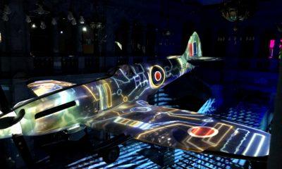 Da das legendäre Jagdflugzeug von der Decke herab hing, war die genaue Positionierung der Projektoren umso wichtiger.
