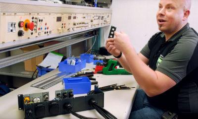 Peter Rieck von Sommer Cable kann jede Menge interessantes erzählen, während unter seinen Händen das neue mothergrid Livestream-Rack entsteht.