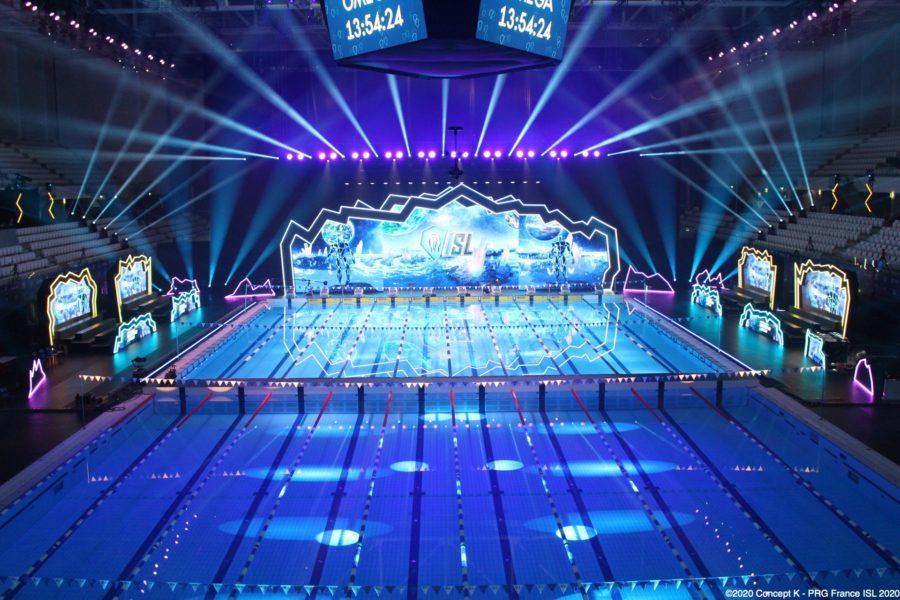 Geschwommen wird auf der 25-Meter-Bahn in der Duna Arena in Budapest. Set & Lighting Design PRG & Concept K for ISL 2020