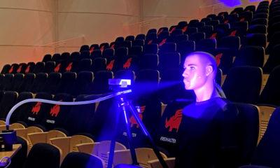 Oleg, der Zuschauer-Dummy, den Forschende des Fraunhofer-Heinrich-Hertz-Instituts drei Tage lang im Saal des Konzerthaus Dortmund platzierten. © Fraunhofer HHI