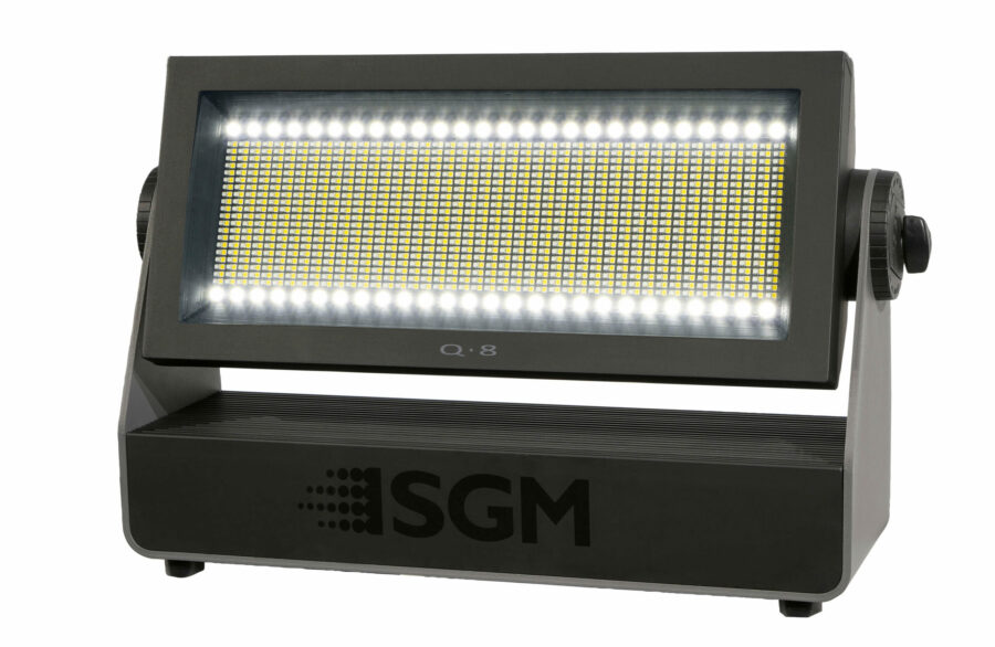 Der SGM Q-8 kombiniert Reihen und Flächen aus LED für vielfältige Möglichkeiten.